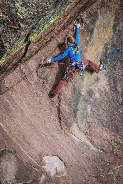Photo: Andy Mann.<br> Lynn Hill plugs a piece of gear on Doric Dihedral.