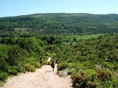 Rock Climbing Photo: Back to Des Deux Aiguilles parking lot at Sainte V...