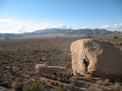 Rock Climbing Photo: Kevin on Thin Black Dike (V3), Joshua Tree NP