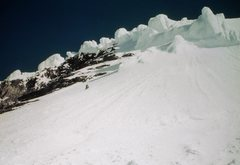 Rock Climbing Photo: Descending steep snow above the ledges