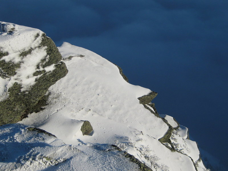 Rock Climbing Photo: Peering down into Tuckerman's ravine from the top ...