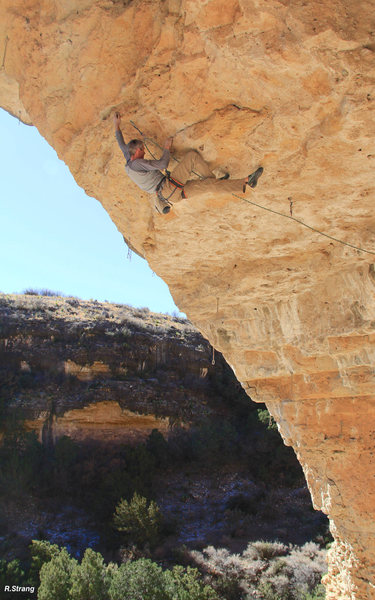 Ed Strang in the middle <br> of the business <br> Straight Into Frantic Oblivion (5.14a/.13d)