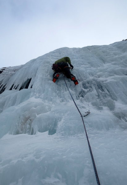 Me taking wi4+ ish variation on pitch 3 (just to the right of the hole)
