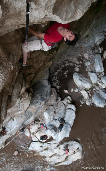 Rodrigo R finishes on the crux