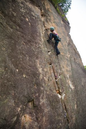 Lindsay Fixmer leading Supercrack (no falls!) first try.