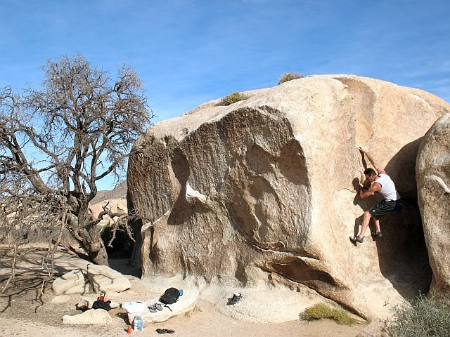 James on Manx (V-easy), Joshua Tree NP