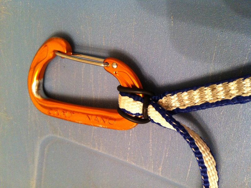 Rock Climbing Photo: Alpine Draw: rubber band to keep rope biner in pla...