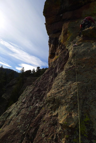 Matt starts P5a (we split the last pitch into 2 shorter ones to avoid rope drag).