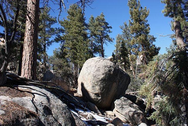 Rock Climbing Photo: Bonsai Boulder, Holcomb Valley Pinnacles