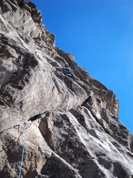 Rock Climbing Photo: This photo shows the right-angling, wide-ish crack...