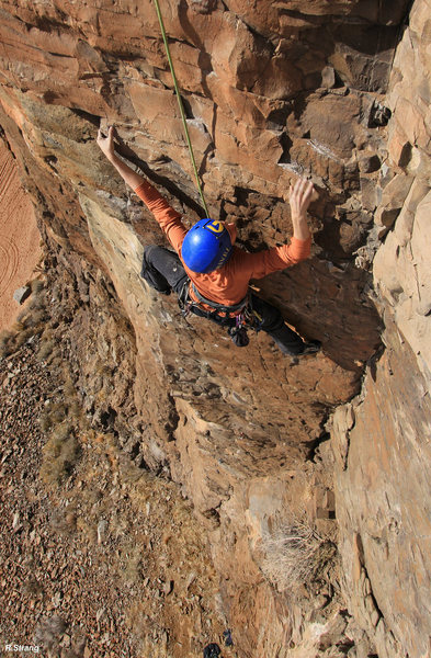 Jamie climbs past the crux<br> Gopher Broke (5.10)