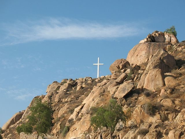 Rock Climbing Photo: Joe Brown and the distant cross, Mt. Rubidoux
