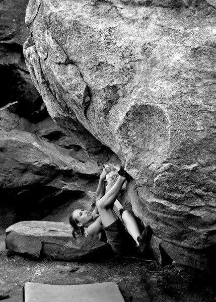Rock Climbing Photo: Lindsay sweeps off sit start bouldering at Hawks N...