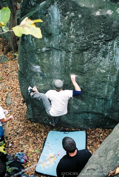 Drew sticking a hand-foot match on the razor crimps of Ninja Squirrel(V7). November 2006. danallardphoto.com