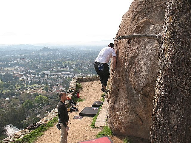 Beehive Mantle (V0+), Mt. Rubidoux