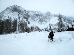 Rock Climbing Photo: Snowy approach. Snowshoes/skis helpful early in th...