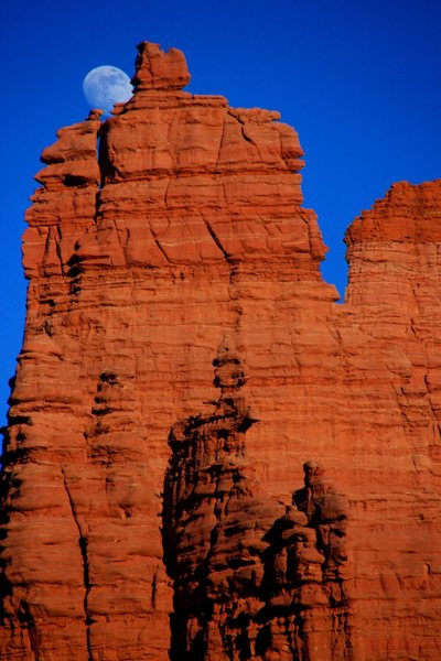 Rock Climbing Photo: Moon and Cottontail Tower