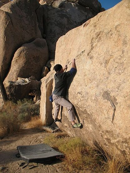 Rock Climbing Photo: Ultraviolet (V2), Joshua Tree NP