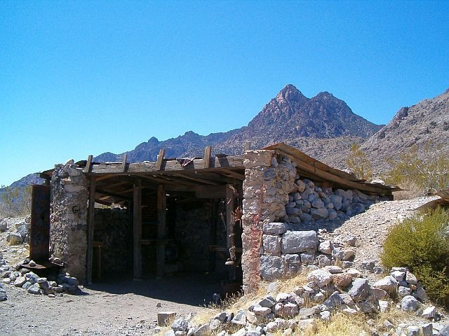 Rock Climbing Photo: Old miner's cabin, Mojave National Preserve