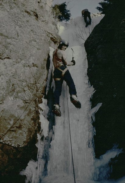 Rock Climbing Photo: Jim Detterline at Buttonrock ice in warm temperatu...