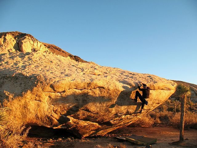 Bouldering at the Meadows Boulder, Joshua Tree NP