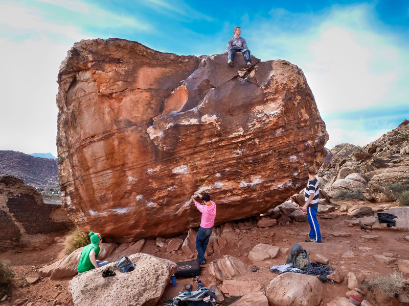 Rock Climbing Photo: Front of Bathtub Boulder aka Hot Tub Club, climbin...