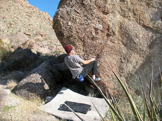 Bouldering on the Tuolumne Boulder, Joshua Tree NP