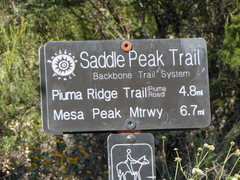 Rock Climbing Photo: Trailhead sign for the Saddle Peak Trail which lea...