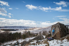 Chris Fox on Crozzle Slab in prime conditions for bouldering on the grit.