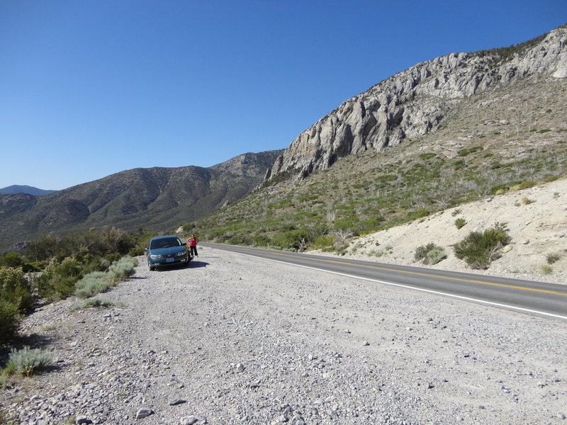 Rock Climbing Photo: Parking pullout just up the road, appx 100 yards f...