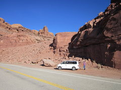 Rock Climbing Photo: parking area with trail head and sandy's toe in ba...