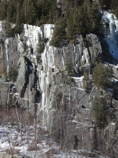 Cysty Ugler is the obvious ice just left of center that reaches the bottom of the cliff.