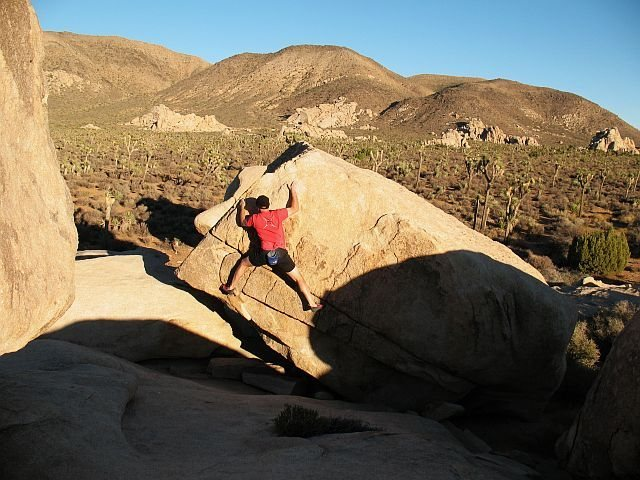 Bouldering at the Stonehenge Boulders, Joshua Tree NP<br>