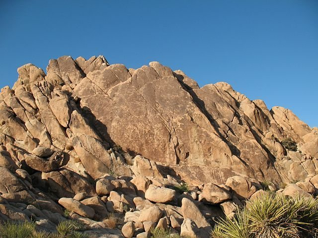 Rock Climbing Photo: Roadside Slab, Joshua Tree NP