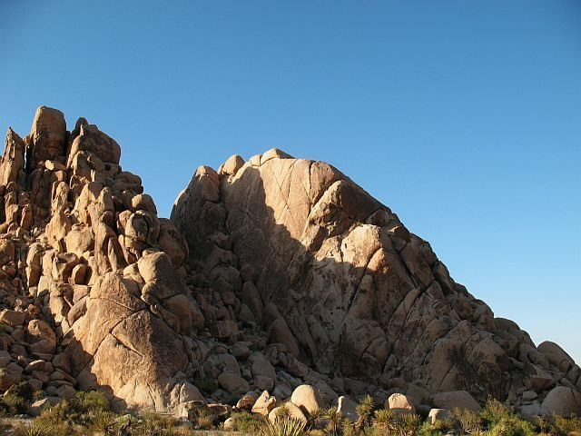 Rock Climbing Photo: Corona/Dos Equis Wall, Joshua Tree NP