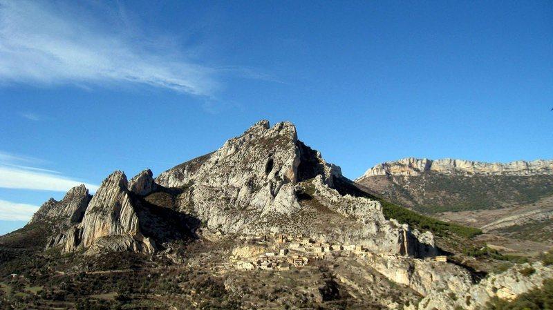 Abella town, where crags abound...