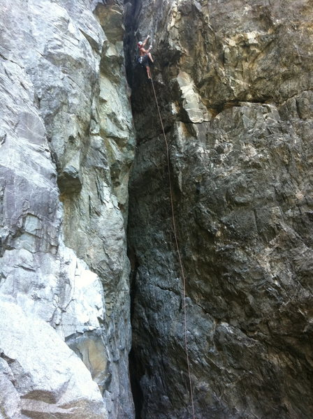 Hansi on 5 Minute Hero .12-. (need a 70m rope). Wishing Well, Upper Gorge, Emeralds.