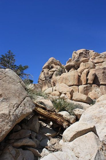 The rocky notch used to access Big Hunk's SW Face, Joshua Tree NP