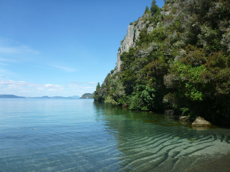 Rock Climbing Photo: The beautiful turquoise waters of Lake Taupo in su...