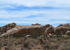 Rock Climbing Photo: Peyote Cracks Formation (E. Face), Joshua Tree NP