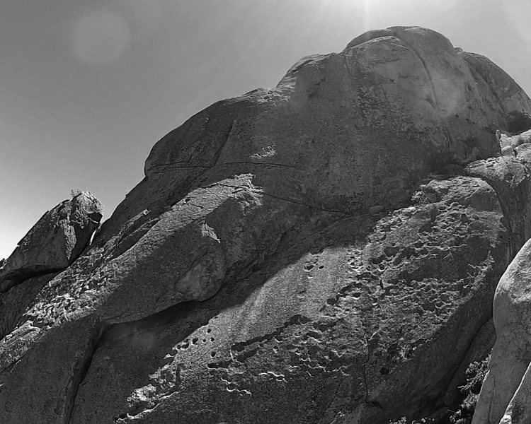 Rock Climbing Photo: Sundagger Wall; Rough + Ready Crack splits the upp...
