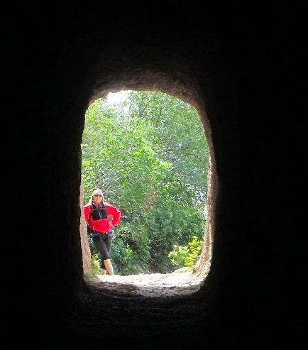 Rock Climbing Photo: Emerging from one of several tunnels on the trail