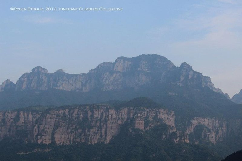 A view of the bizarre geology of the Wanxian Mountain region of the Taihang Mountains. The cliffs below are coarse sandstone while the peaks above are of some yellow/brown (still unidentified) rock.