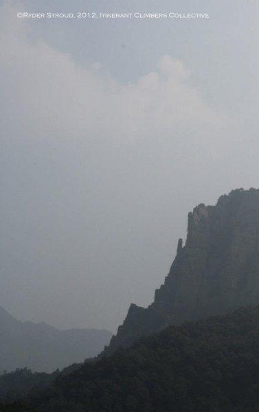 Rock Climbing Photo: A knife ridge along part of the cliffs. Could make...