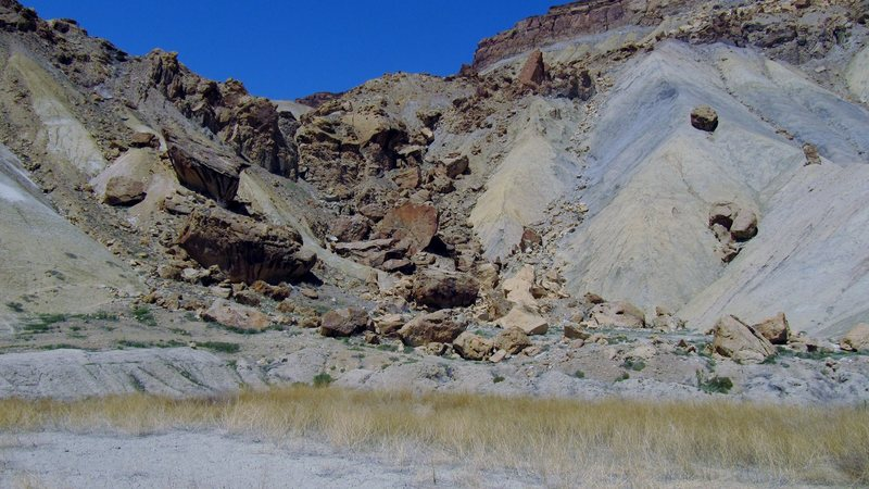 The first cluster of boulders, if approaching from the main parking area, in the Mordor Area.