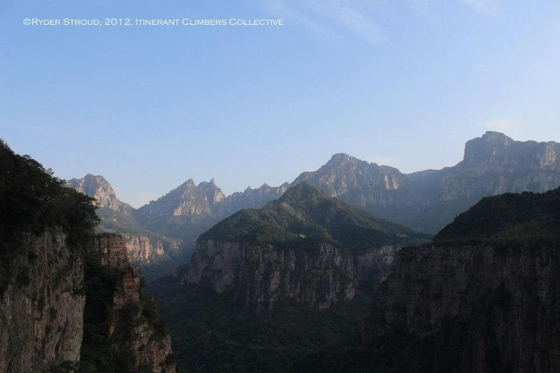 Rock Climbing Photo: The view of the Wanxian Mountain region from the t...