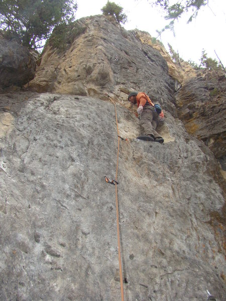 """Lee Terveen demonstrate the classic, no-hands """"tongue rest"""" on Black Ice, 5.10c."""