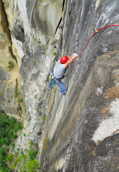 Stephen Shrader high on Humble Pie during the second ascent. (photo by Defecto)