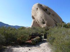 Rock Climbing Photo: Convenient parking, Mormon Rocks