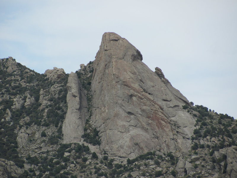 Rock Climbing Photo: Steinfells Dome (center) and Jackson's Thumb (left...